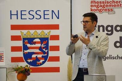 Keynote von Prof. Dr. Michael Vilain (IZGS der EHD) beim II. Hessischen Engagementkongress 2021 an der Ev. Hochschule Darmstadt.   © Foto: S. Schlitt, EKKW