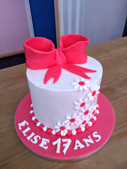gateau-anniversaire-noeud-rose-Tonka-Croix-Rousse