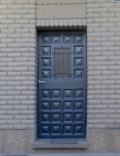 puerta forja y cuarterones