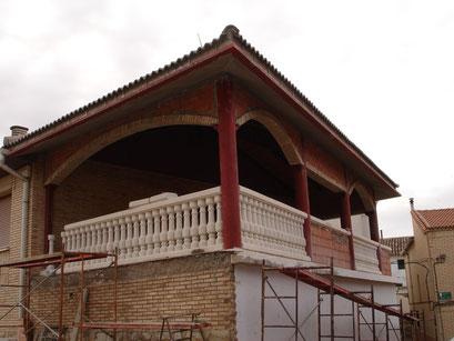 cerramiento sobre terraza esistente con extrucctura metalica oculta