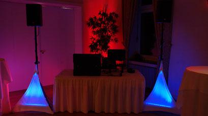 kleine Ursache, große Wirkung - LED Flood Panel sorgt im Hintergrund für angehmes Ambiente
