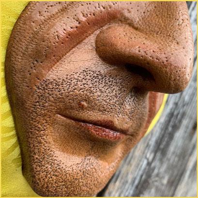 """Lederskulptur """"Bodo"""", Detail Lippe und Nase, pflanzlich gegerbtes Leder, naßgeformt und koloriert"""