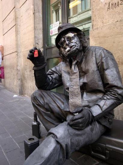 Estatua humana amb un minifloc
