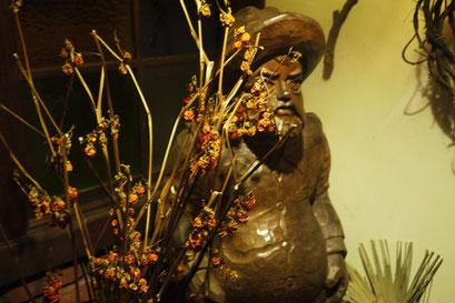 玄関でお出迎えするサンチョパンサの木彫り像