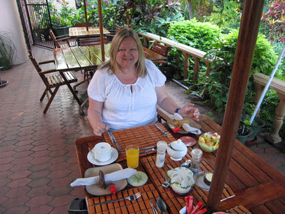 26.05.2014 Frühstück vor der Weiterfahrt (St. Lucia)