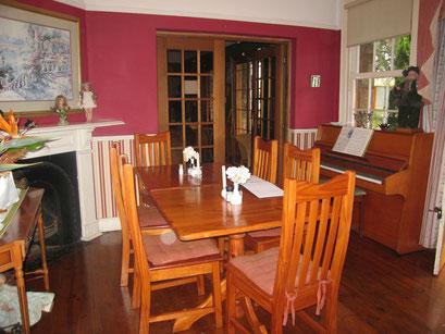 19.05.2014 Shamrock Arms Guest Lodge: Aufenthalts- und Essraum