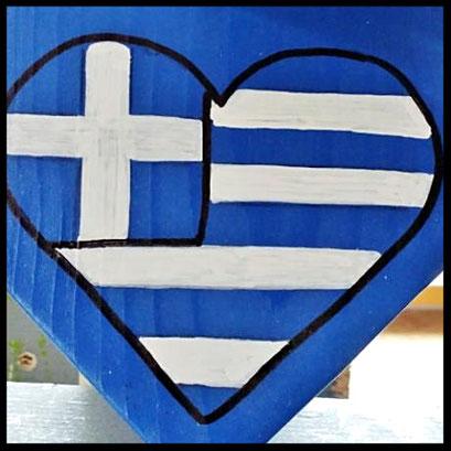 Griekse vlag in hart vorm, hout , detail van pindakaas pot in Grieks stijl