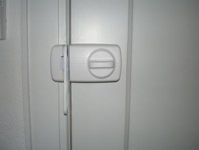 Die Polizei und Versicherungen raten zum Einbruchschutz für Türen. Türsicherung Hamburg Montagebespiel_01