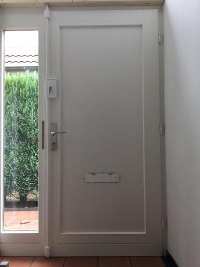 Die Polizei und Versicherungen raten zum Einbruchschutz für Türen. Türsicherung Hamburg Montagebespiel_05