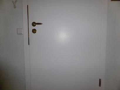 Die Polizei und Versicherungen raten zum Einbruchschutz für Türen. Türsicherung Hamburg Montagebespiel_12