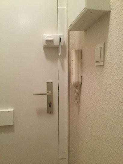 Die Polizei und Versicherungen raten zum Einbruchschutz für Türen. Türsicherung Hamburg Montagebespiel_06