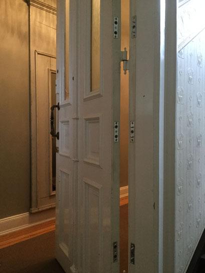 Die Polizei und Versicherungen raten zum Einbruchschutz für Türen. Türsicherung Hamburg Montagebespiel_02