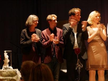 Theaterclub Hamburg - Schlussapplaus mit Maximilian J. Zemke, Nicolas Evertsbusch und Johanna Hanf