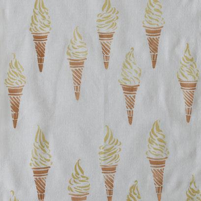 アケモドロ ソフトクリーム