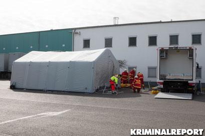 Die Deutsche Lebens-Rettungs-Gesellschaft baut ein Zelt zur Behandlung verletzter Personen auf.|Foto: Christopher Sebastian Harms
