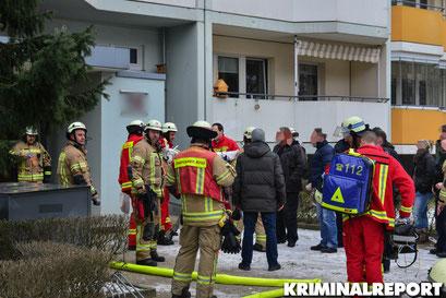Feuerwehr und Rettungsdienst am Einsatzort.|Foto: Dennis Brätsch