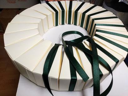 fetta di torta per confetti in lavorazione