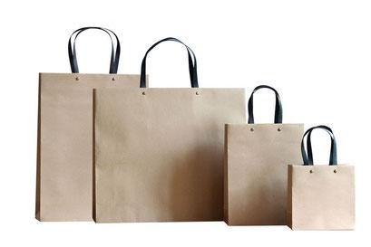 Taschen aus Recycling Papier braun mit Griff in schwarz