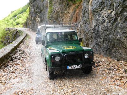 Fahrzeugdusche am Wasserfall