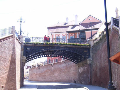 Die Lügenbrücke.