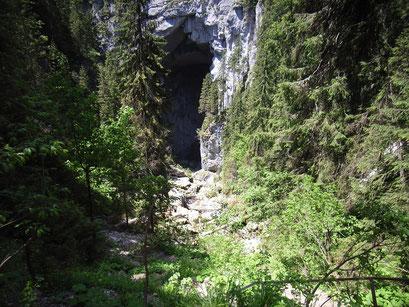 Höhleneingang mit 72 Metern Höhe