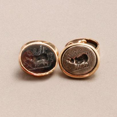 Römische Münze mit Wildschwein und das Gegenstück aus geschwärztem 925er Silber