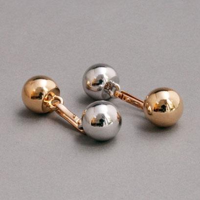 Durchsteckmanschettenknöpfe (Um das Anziehen zu erleichtern, werden die Knöpfe zuerst an dem Hemd befestigt), entsprechend der Uhr oder Anzug zum wenden, 750er Rosé- und Weißgold