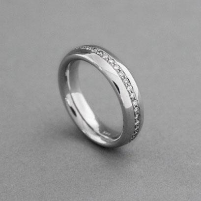 Memoire Ring, 585er Weißgold ,Steingröße und Qualität variabel, Preis auf Anfrage