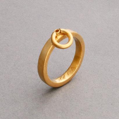 """Sonderanfertigung nach Kundenwunsch 750er Gelbgold, """"Der Ring der O"""""""