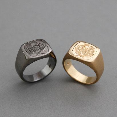 Herrensiegelring aus 925er Silber, schwarz rhodiniert und goldplattiert