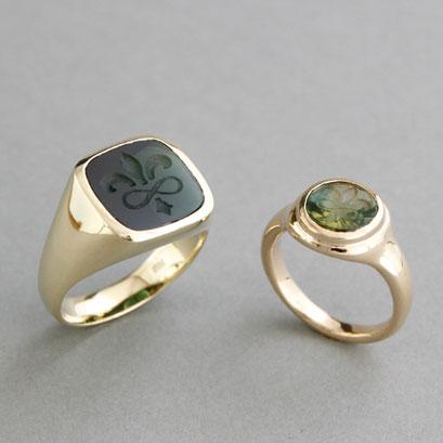Herren und Damen Wappenring, Steine: grüne Turmaline, Ringe 585er Gelbgold