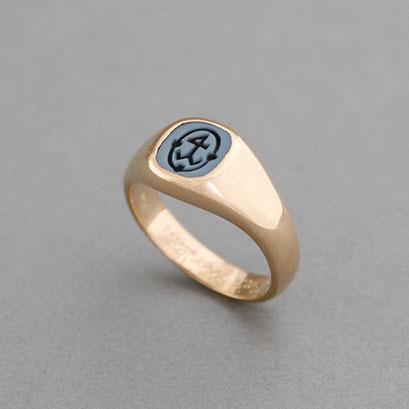 Damensiegelring, Stein: blauer Lagenachat (in Handarbeit geschnitten), Ring 750er Roségold