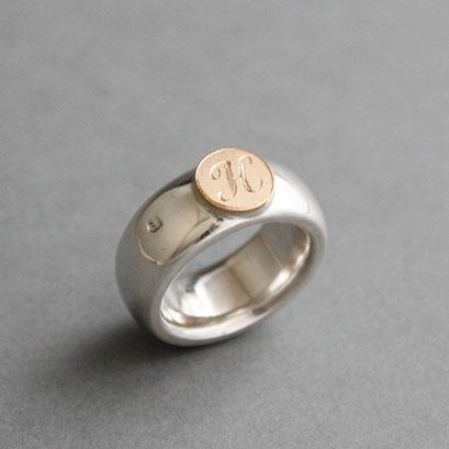 Modell für Monogram Ring, 925er Sterlingsilber, Platte Gelbgold, handgraviert