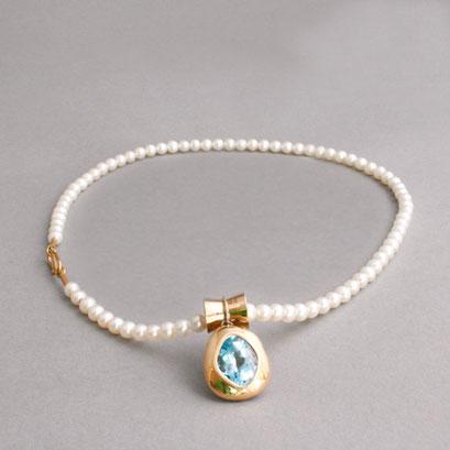 Perlenkette, Topasanhänger in Gelbgoldfassung, S-Haken als Verschluss, 750er Roségold