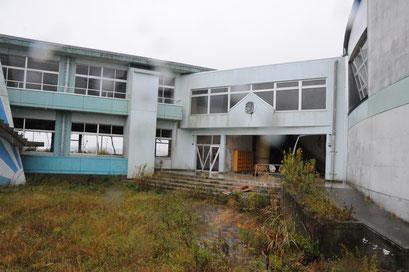 請戸小学校。内部は立ち入り禁止になっています。