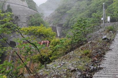 第2砂防ダム(手前)と第4砂防ダム(後ろ)。さらに上に第3砂防ダムがある。