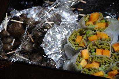 生春巻きと、地域産の黒豆