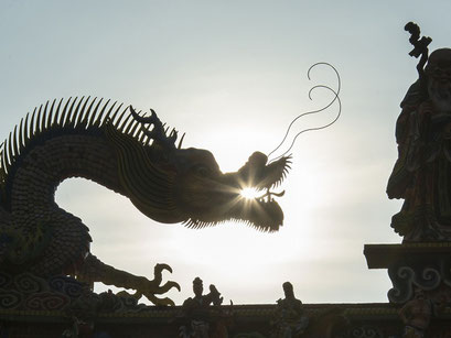 台湾撮影旅行03 龍のシルエットも迫力があります」