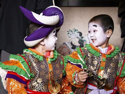 糸魚川けんか祭り 出番前の稚児たち