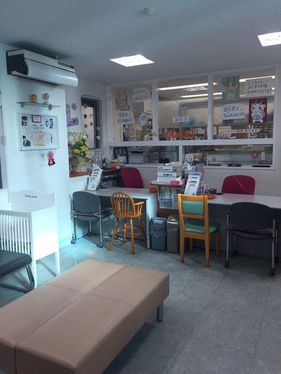 薬局内はベビーベットやお子様用の椅子もご用意しています