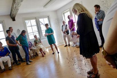 Kunsthistorikerin Claudia Scheller-Schach bei ihrer Einführungsrede