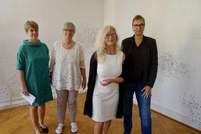 Kunsthistorikerin Claudia Scheller-Schach, Künstlerin Sabine Naumann-Cleve, 1.HKV Vorsitzende Renate Ziegler, Künstlerin Barbara Schmitz-Becker