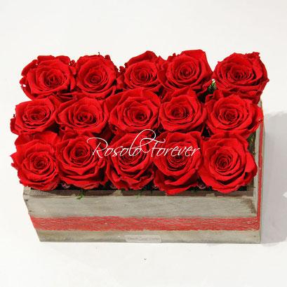 ROSOLO FOREVER: 8, 15 ou 24 roses éternelles dans un caisson