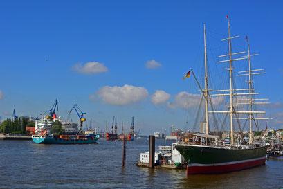 Im Hamburger Hafen am 17.05.2014