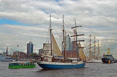 ATLANTIS (Dreimast-Barkentine/NL) beim 823.Hamburger Hafengeburtstag 2012