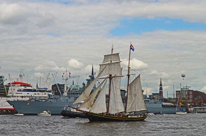 Jacob Meindert (Toppsegelschoner/NL) beim 823.Hamburger Hafengeburtstag 2012