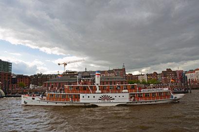 FREYA (Seitenraddampfer) zum 823.Hamburger Hafengeburtstag 2012