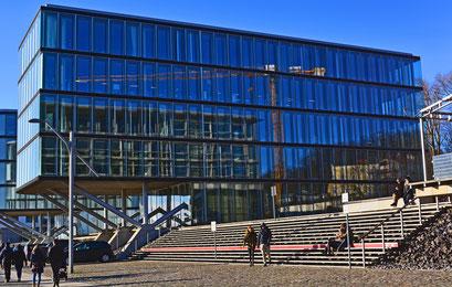 Bürogebäude am Altonaer Hafenrand/Neumühlen