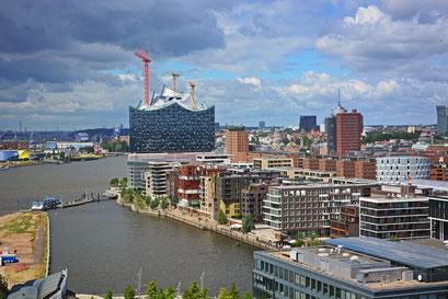 Blick vom 60 m hohen Steiger-Riesenrad auf die Hafencity am 21.06.2014