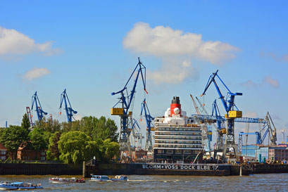 Queen Elizabeth im Dock ELBE 17 am 17.05.2014